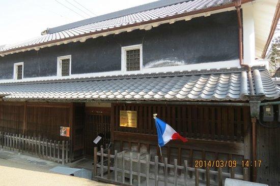 Shimmachi Street: 築150年の民家を改装したフレンチ・レストラン