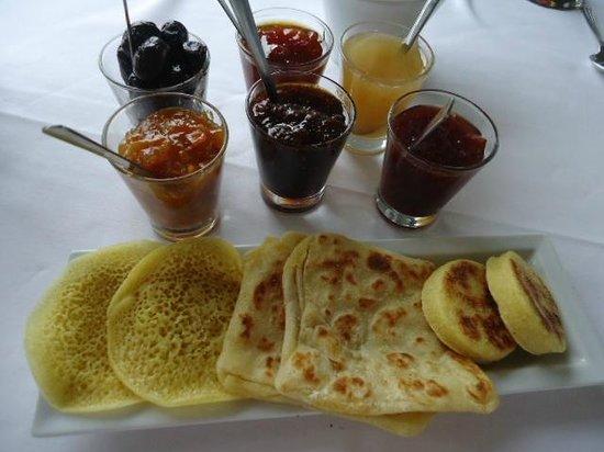 Palais Faraj Suites & Spa: Love the fresh made breakfast breads!