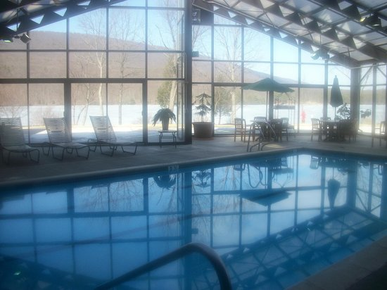 Rocky Gap Casino Resort : View from pool at the Lake