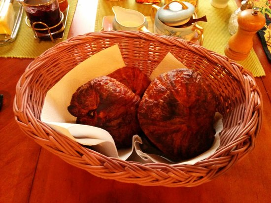 Green Cat Guest House and B&B: Burned Croissants