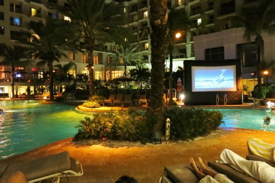Sandpearl Resort: Movies by the pool