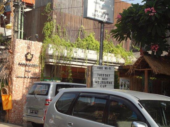 Rama Garden Hotel Bali: Rama Garden - From accross the road