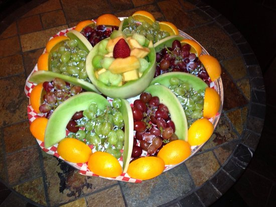 Junipers Bistro: Fruit catering plate