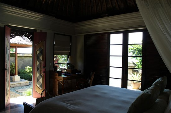 Four Seasons Resort Bali at Jimbaran Bay: bed view
