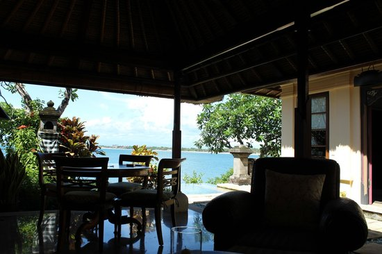 Four Seasons Resort Bali at Jimbaran Bay: sea view from the sitting area