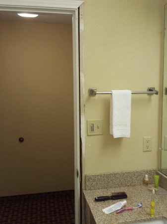 Centerstone Inn: Bathroom door frame