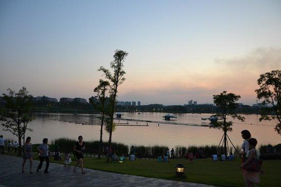 Zhuzhou Radio And Television Tower: Wassermusik, der Orchestergraben