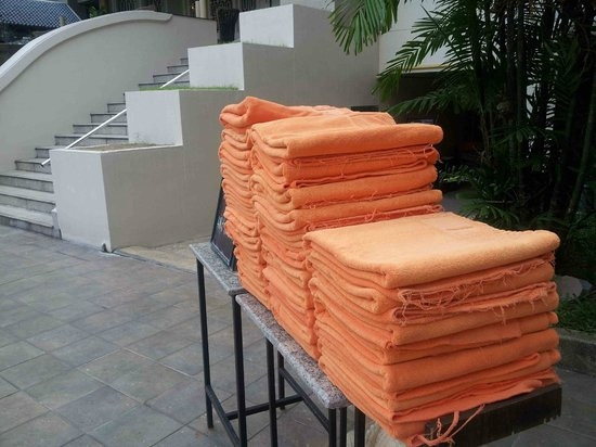 The Bayview Hotel: Pool Towels Worn Out