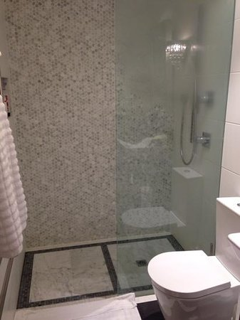 Squatter's Run : Little Nanook's gorgeous bathroom
