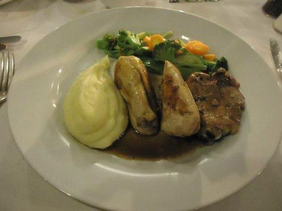 Dar Roumana : Chicken and mash potato.