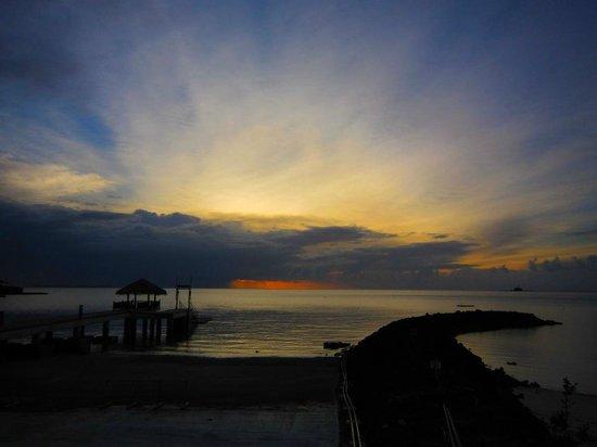 Palau Pacific Resort : ダイビングショップからのサンセット