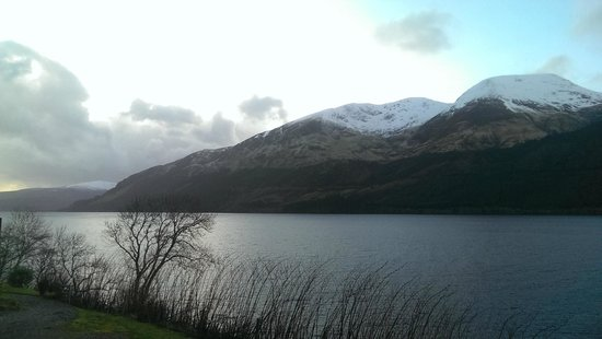 Letterfinlay Lodge Hotel: View across Loch Lochy
