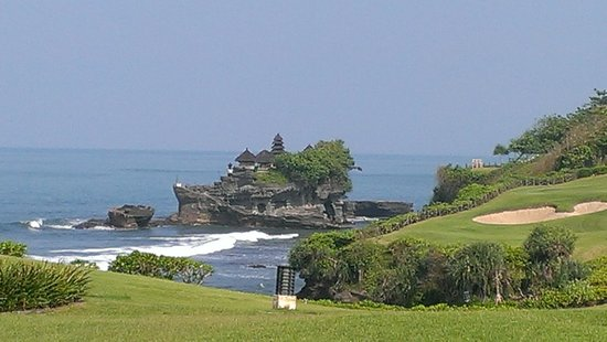 Pan Pacific Nirwana Bali Resort: View of Tanah Lot Temple from restaurant