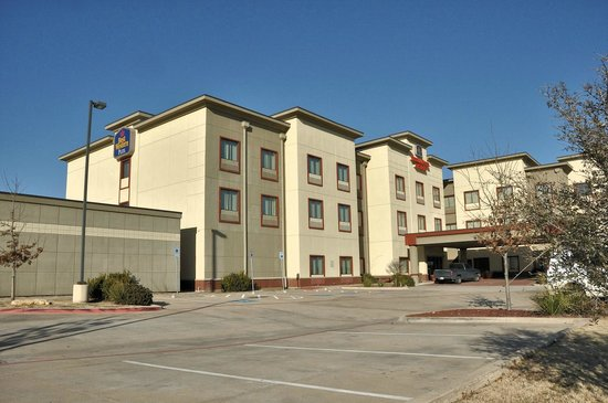 Best Western Plus Texoma Hotel & Suites: View of the exterior from the southwest.