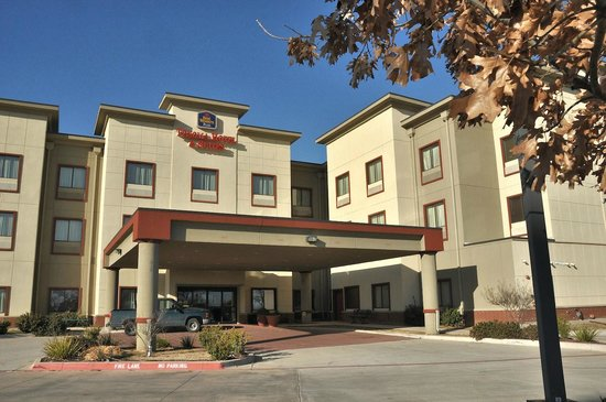 Best Western Plus Texoma Hotel & Suites: Canopy over the main entrance.