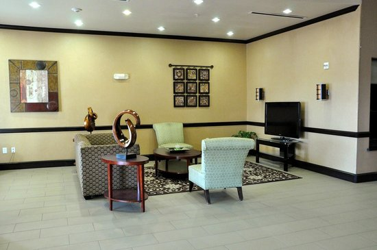 BEST WESTERN PLUS Texoma Hotel & Suites: Sitting area, near the front desk.