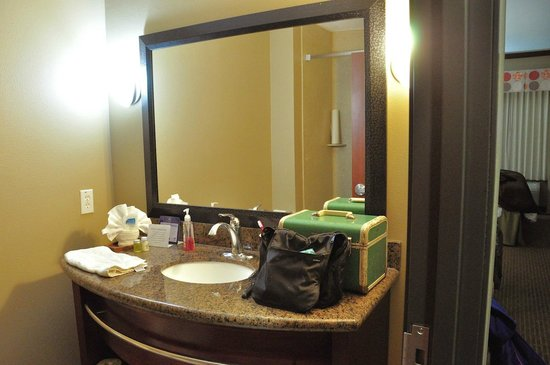 Best Western Plus Texoma Hotel & Suites: Table-style vanities provide little room for personal storage.