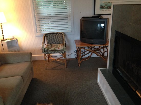 McBee Cottages: Living Room
