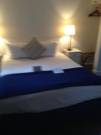 McBee Cottages : Blurry, but picture of bedroom