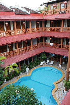 Thanh Binh III Hotel: внутреннее пространство Thanh Binh III
