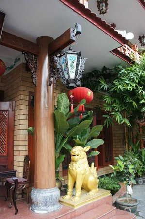 Thanh Binh III Hotel: вход Thanh Binh III