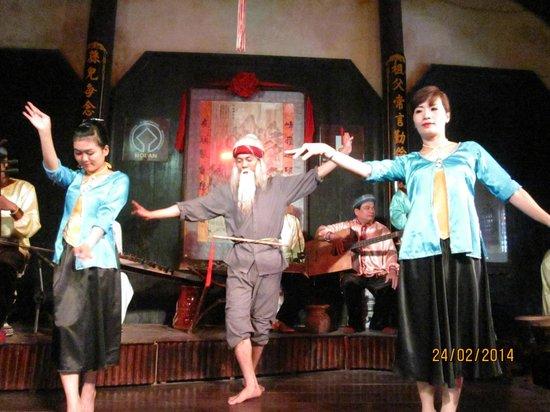 Hoi An Handicraft Workshop: Song and dance