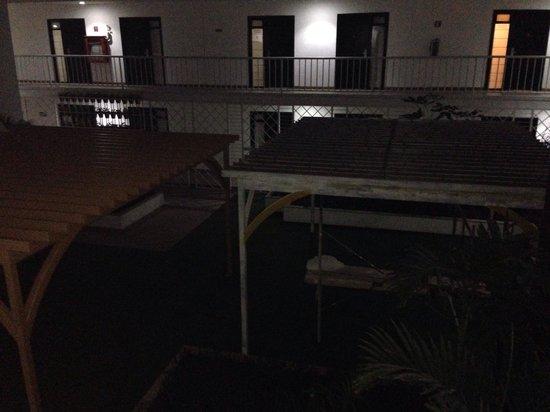 México Inn Hotel & Residence: El patio central