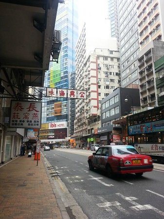 Ibis Hong Kong Central & Sheung Wan Hotel: Street nearby Hotel