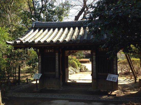 Tetsugakudo Park: 哲理門