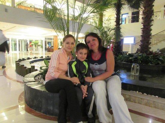 Fujairah Rotana Resort & Spa - Al Aqah Beach : Я и мой ребенок с Еленой Коваль (слева)