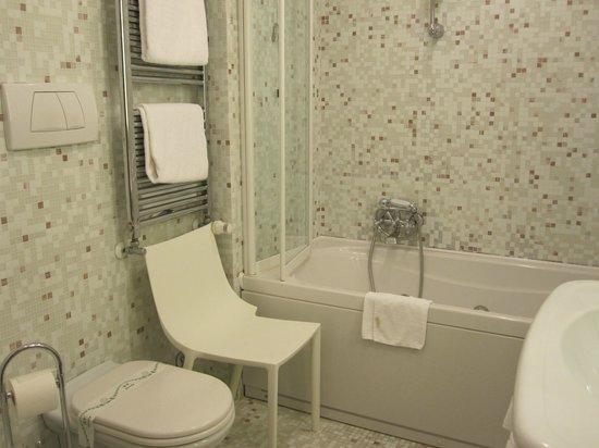 Liassidi Palace Hotel: ジャグジーで毎日、泡風呂♪