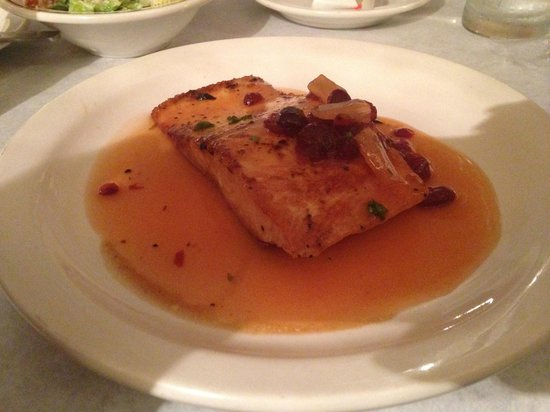 Cafe de la Plaza: Grilled Salmon in Tropical Fruit Sauce