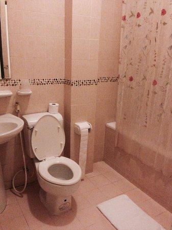 Minh Chau Hotel: Rm 201 superior queen bathroom