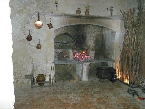 Cheminée de cave en troglo chambre d'hôte de charme  manoir de boisairault