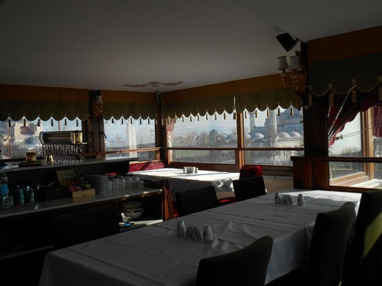 Alzer Hotel: Breakfast room