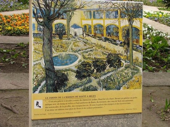 "Espace Van Gogh: The image of Goch's ""The Courtyard of the Hospital in Arles"""