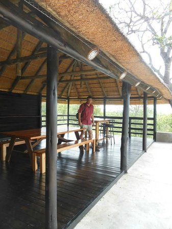 Isilimela Game Lodge: Big family area in the resort.