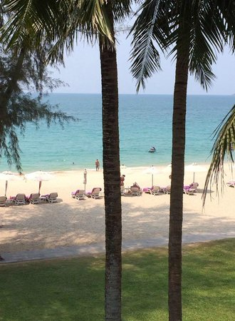 Dusit Thani Laguna Phuket: View of the beach from the room