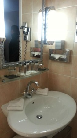 Hotel Claridge: Bathroom