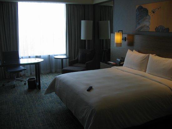 Renaissance Johor Bahru Hotel: Room 915 General view from entrance