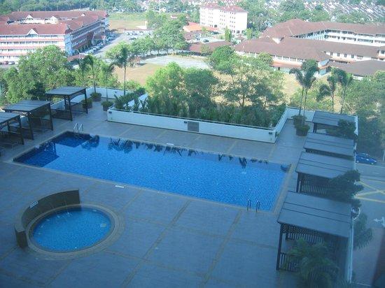 Renaissance Johor Bahru Hotel: Pool view from room 915