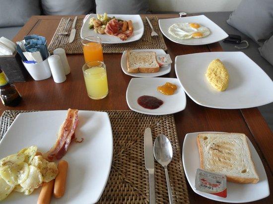 AKA Resort & Spa: Breakfast