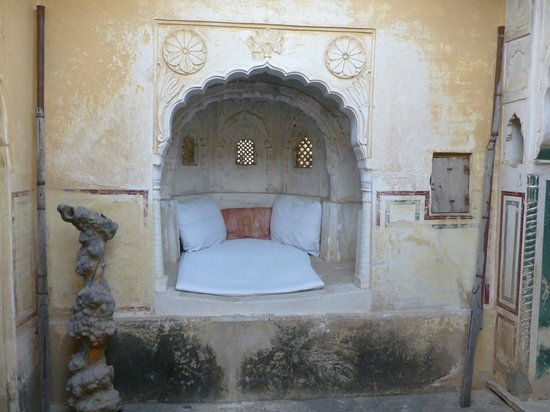 Narayan Niwas Castle: Bedroom alcove