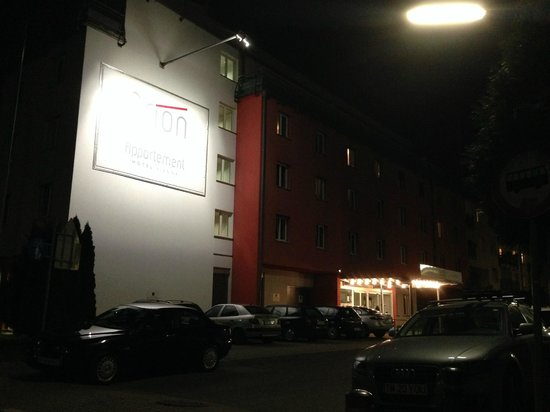 Arion Cityhotel Vienna: arion city hotel in the night