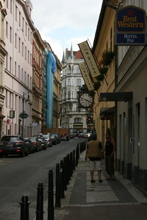 BEST WESTERN Hotel Pav : Вид с улицы
