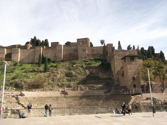 Alcazaba (fort) : View of the walled fortifications of Alcazaba.