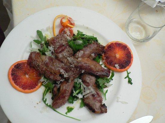 La Locanda di Gino : говядина с рукколой и бальзамико