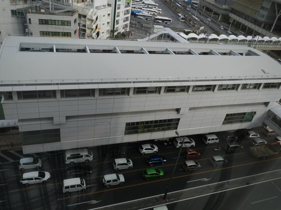 Double Tree By Hilton Naha: ホテル内から見たモノレールの駅