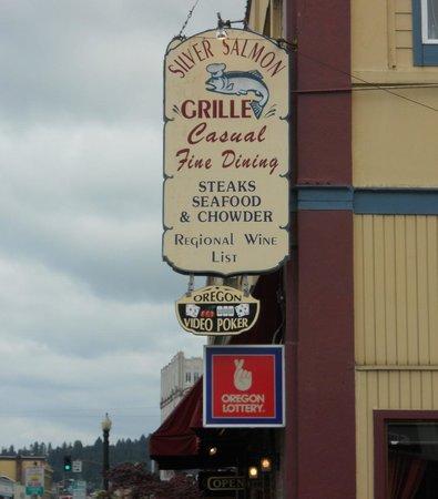 Astoria, il'insegna del ristorante Silver Salmon Grille