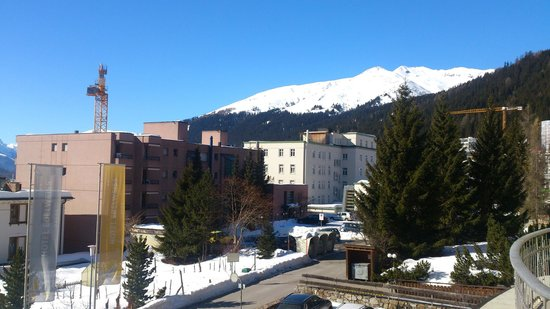 Hotel Edelweiss Davos: View from the first floor balcony